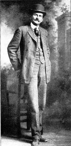 Pat Garrett - The lawman's most famous kill did not come from a gun battle. In he snuck into Pete Maxwell's house and shot notorious outlaw Billy the Kid to death. American Civil War, American History, American Women, American Indians, American Art, Native American, Old West Photos, Rare Photos, Vintage Photos