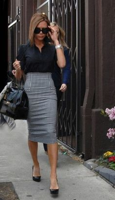 Black & Taupe Houndstooth Pattern Stretch Pencil Skirt Poly/Spandex - 15 Latest Office & Work Outfits Ideas for Women Pencil Skirt Casual, Long Pencil Skirt, Pencil Skirt Dress, Stretch Pencil Skirt, Pencil Skirt Outfits, Casual Skirt Outfits, High Waisted Pencil Skirt, Dress Skirt, Fall Outfits