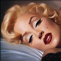 Make-up à la Marilyn Monroe.