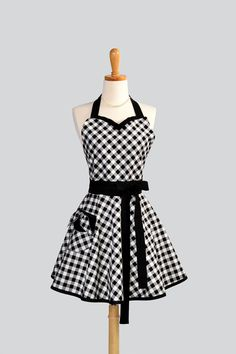 Womens Sweetheart Apron / Black and White Bias by CreativeChics, $36.00