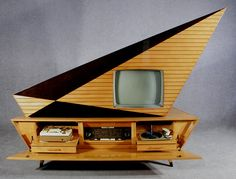 The 15 most incredible Space Age record players Meet Kuba Komet, the mothership of Space Age entertainment systems. This rocket-like structure includes a 23″ black and white television, eight speakers, a Telefunken phonographs and a multi-band radio receiver. At the time of release in 1957, The Komet cost more than a year's average wage.