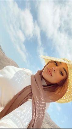 Modern Hijab Fashion, Hijab Fashion Inspiration, Muslim Fashion, Mode Inspiration, Modest Fashion, Fashion Poses, Fashion Outfits, Cute Selfie Ideas, Girls Crop Tops