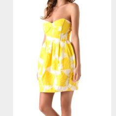 SALE! HP Jacquard Shoshanna dress 1/20 Girly Girl Party Host Pick!! Beautiful yellow and white Shoshanna jacquard dress. Fun bust detailing and pockets. This dress is great for a spring or summer wedding/date night! Worn once - in perfect condition. Shoshanna Dresses Strapless