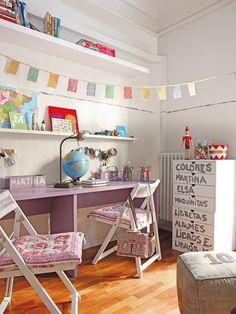 Habitación infantil compartida con zona de estudio
