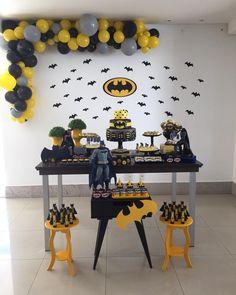 festa do batman simples decorada com vários morcegos de papel Batman Birthday, Superhero Birthday Party, Boy Birthday, Lego Batman Party, Birthday Parties, Batman Party Decorations, Birthday Party Decorations, Batman Party Supplies, Baby Batman