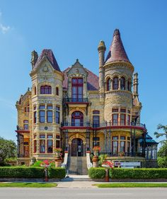 Solve Historical Galveston - Bishop's Palace jigsaw puzzle online with 208 pieces Victorian Architecture, Classical Architecture, Amazing Architecture, Abandoned Houses, Old Houses, Beautiful Buildings, Beautiful Homes, Casa Retro, American Mansions