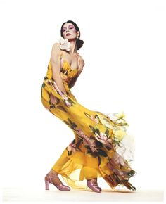 anjelica-huston-yellow-dress-by-valentino-1972