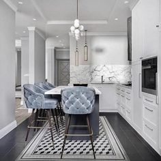 Pinspiration: Add A Touch Of Luxury With Velvet Decor - Apar.- Pinspiration: Add A Touch Of Luxury With Velvet Decor – Apartminty Baby Blue Tufted Kitchen Bar Stools & Stunning White Marble Interior Design Kitchen, Interior Decorating, Decorating Ideas, Luxury Kitchen Design, Flat Interior Design, Apartments Decorating, Gold Interior, Decorating Kitchen, Interior Livingroom