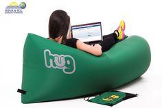 O Hug é produzido com nylon de alta resistência, o que garante sua qualidade e durabilidade. Seguindo as instruções de conservação, sua peça estará sempre impecável! Conheça a nossa variedade de cores e aproveite o conforto e a praticidade da poltrona inflável! ;)
