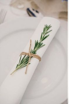 white and green table settings - Deer Pearl Flowers