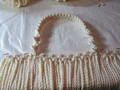 Materials & Supplies Needed To Make Macrame Purse 110 yds of BRAIDED macrame cord (or braided) 20 one inch wooden beads beads front, 10 beads back) knotting board or ceiling tile T-… Macrame Purse, Macrame Cord, Macrame Knots, Macrame Bracelets, Clove Hitch Knot, Macrame Bracelet Tutorial, Macrame Projects, Glue Crafts, Macrame Patterns