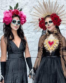 Halloween Costumes For 3, Halloween Party Games, Couple Halloween, Halloween 2019, Halloween Make Up, Skeleton Costumes, Skeleton Makeup, Halloween Candy, Vintage Halloween