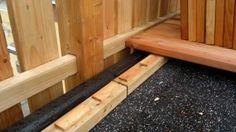 Unterboden von einem Holzbalkon, Regen sicher, aus Douglasie und Lärchen Holz hergestellt.