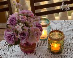Castiçais e vasos de potes de vidro de conserva