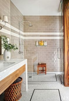 Los Angeles bath / Dan Fink
