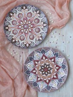 Do you want to amaze friends and relatives with some unique craft projects? Mandala Mural, Mandala Dots, Mandala Drawing, Mandala Painting, Dot Art Painting, Ceramic Painting, Stone Painting, Ceramic Art, Ceramic Plates