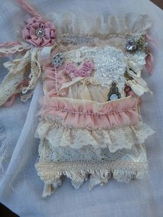 Shabby/vintage Journal n holder Embroidery Designs, Ribbon Embroidery, Embroidery Books, Doilies Crafts, Lace Doilies, Fabric Journals, Fabric Books, Fabric Art, Art Journals