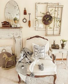 Cozy Living Rooms, Home Living Room, Farmhouse Remodel, Country Farmhouse Decor, Shabby Chic Furniture, Cozy House, Home Bedroom, French Country, French Farmhouse