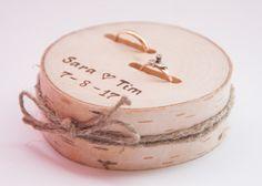 Accessoires - Ringkissen aus Holz Rustikal - ein Designerstück von ALISE-GRAUDUZE bei DaWanda