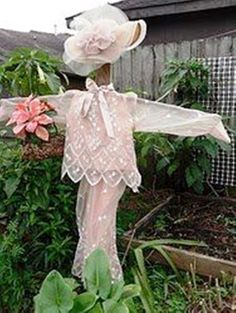 Oh my ... what a beautiful scare crow in the garden!! I ♥ this...