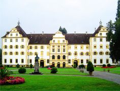 Salem Abbey (Kloster or Reichskloster Salem), also known as Salmansweiler and in Latin as Salomonis Villa, was a very prominent Cistercian monastery in Salem in the district of Bodensee about ten miles from Konstanz, Baden-Württemberg, Germany. Germany Castles, Neuschwanstein Castle, Royal Residence, Southern Europe, Largest Countries, Central Europe, Kirchen, Berlin Germany, The Places Youll Go