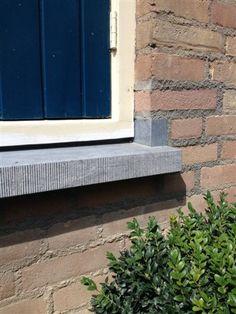 belgisch hardsteen raamdorpel met neut en gefrijnde voorzijde