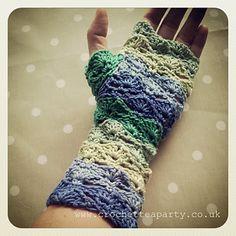 Wave Stitch Fingerless Gloves pattern by Crochet Tea Party