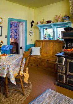 See a renovated 1864 Victorian farmhouse in Idaho. Victorian Style Homes, Victorian Farmhouse, House Journal, Paris Home, Types Of Houses, Old Houses, Farmhouse Decor, Interior, Idaho