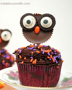 Reese's Owls - these cute owl cupcake toppers are perfect for Halloween