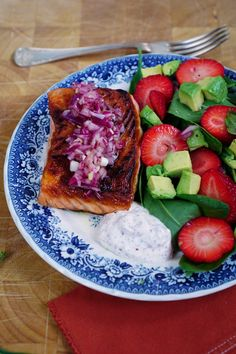 Crispy salmon with strawberry salad - recipe