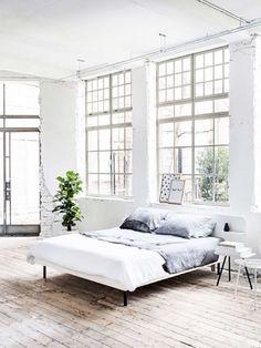 Große Fenster lassen den Raum luftig und leicht wirken. Mehr