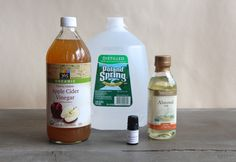 How to make a simple, chemical free deer tick repellent using apple cider vinegar, almond oil, rose geranium, and distilled water. Tick Repellent For Humans, Natural Tick Repellent, Deer Repellant, Insect Repellent, Wood Tick, Rose Geranium Oil, Deer Ticks, Insecticide, Holistic Healing