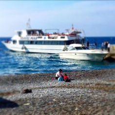 """Remaining childish is a tremendous state of innocent.. John Lydon... عندك بحرية... يا ريس.. سفن و شرقية يا ريس.. و البحر كويس.... #tb #tbt #travel #travelling #travelgram #travelphotography #travelblogger #travellover #wanderlust #wanderer #positano #amalficoast #italia #italy #flyport #igtravel #family #simple #beachday #blue #buonasera #goodevening #iyiakşamlar #مسافر #مساء_الخير 🇮🇹"" by @abu.lol (Walid Najjar). #turismo #instalife #ilove #madeinitaly #italytravel #tour #passportready…"