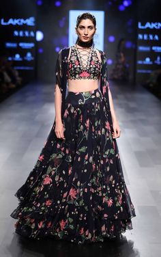 Vineet Rahul, Ridhi Mehra and Arpita Mehta's show at the Lakme Fashion Week AW We love the sensual styles and the bold detailing! Trendy Dresses, Nice Dresses, Fashion Dresses, Fashion Styles, Trendy Outfits, Indian Gowns, Indian Attire, Lakme Fashion Week, India Fashion