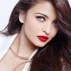 So Gorgeous,  [ #aishwaryarai #aishwarya #Bolly #Bollywood ]