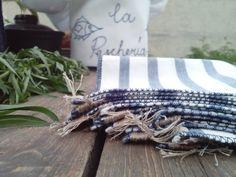4 Hochwertige Stoff-Servietten aus 100% Baumwolle Diese Servietten bringen gute Laune und verschönern jede fein gedeckte Tafel. Ideal für den schön gedeckten Tisch.  Maß ca. 24x24cm.  { stoff...