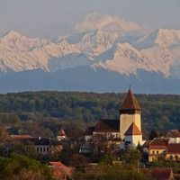 Authentic medieval architecture dating back to the century can be found in Romania's Carpathian Villages of Transylvania in the Transylvanian Alps. The town of Hosman is shown here. End Of The World, Central America, Alps, Romania, Places To See, Paris Skyline, Traditional, Architecture, Arquitetura