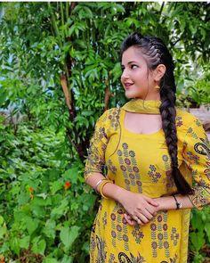 Beautiful Girl Photo, Cute Girl Photo, Beautiful Girl Indian, Most Beautiful Indian Actress, Girl Pictures, Girl Photos, Couple Wedding Dress, Wedding Shoot, Indian Photoshoot