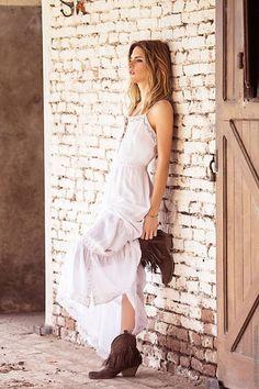 New Ideas For Moda Verano Vestidos Largos Blogger Poses Photography, New Fashion, Fashion Show, Moda Hippie, Foto Pose, Trendy Wedding, Kids Outfits, Women Wear, White Dress