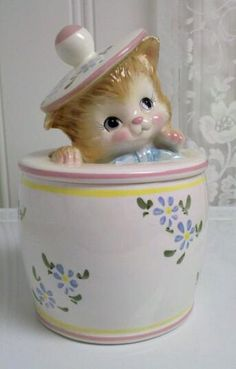 "Kitten Peeking out of Cookie Jar - Japan. Definitely made in Japan during the PY/Miyao era. Japan mark is in green, which was used on all PY items, and the quality is there, but kitten doesn't have that real PY ""look"". Teapot Cookies, Cookies Et Biscuits, Cat Cookie Jar, Cookie Dough, Jar Jar, Antique Cookie Jars, Antique Dishes, Vintage Cookies, Cute Cookies"