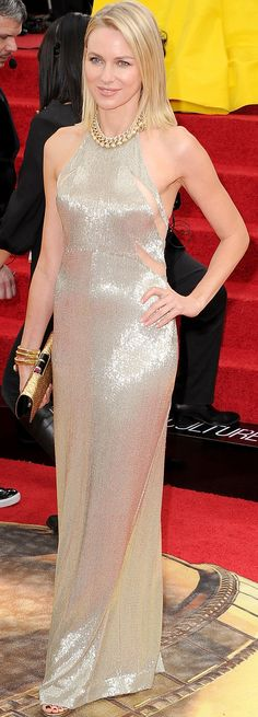 Naomi Watts in an amazing gold Tom Ford dress on the Golden Globes red carpet