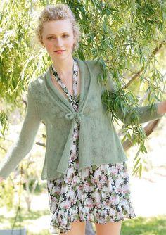 Hellgrüne Jacke, stricken mit Rebecca - mein Strickmagazin und ggh-Garn SURI ALPAKA (100% Suri Alpaka). Garnpaket zu Modell 24 aus Rebecca Nr. 49