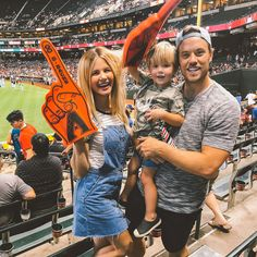 A Baseball Game! - Barefoot Blonde by Amber Fillerup Clark Cute Family, Baby Family, Family Goals, Beautiful Family, Family Life, Family Matters, Future Mom, Dear Future Husband, Future Goals