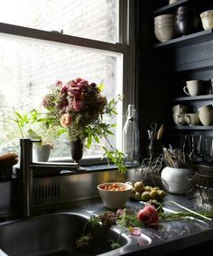 Even kitchens look cooler with some high contrast.