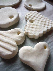 Hófehér gyurma készítése házilag Creative Activities, Mother And Father, Fathers Day, Origami, Xmas, Desserts, Gifts, Diy, Advent