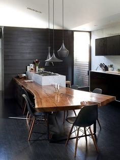 Bring a piece of nature into your house! Love how this wood slab table also serves as a kitchen counter. Are you interested in Kitchen Design? We offer an Advanced Module in Kitchen & Bathroom Design. Please contact us via our website for more info! Live Edge Wood, Live Edge Table, Industrial Kitchen Design, Interior Design Kitchen, Industrial Kitchens, Home Interior, Interior Architecture, Interior Modern, Interior Ideas