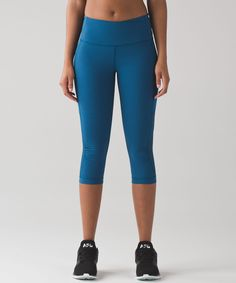 These crops were designed to  hit below the knee with Mesh  fabric panels to keep you cool  in high intensity workouts