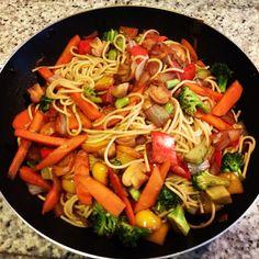 Yakisoba integral vegetariano no www.blogcozinhafacil.com.br