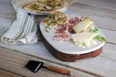 The Carrara is an oval-shaped acacia cheese board with a removable marble top. Three full-tang stainless steel cheese tools with acacia handles are housed in a pull-put drawer in the base of the board, making for convenient and compact storage.