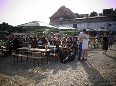 Open-air cinema in stockyard / Munich - Beer garden / © Massimo Fiorito